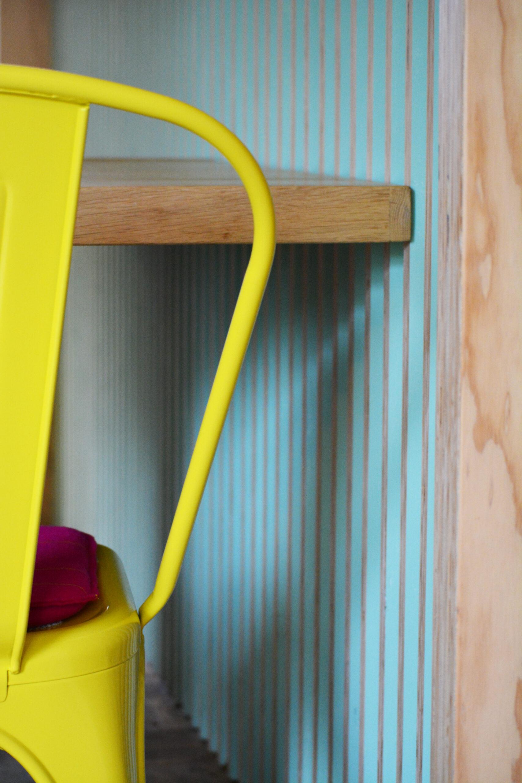 Interieurontwerp en maatwerk bar en tafels